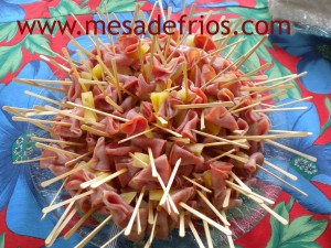 Palitinhos de lombinho com abacaxi