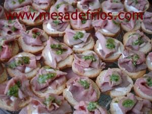 Canapés de rosbife com pesto